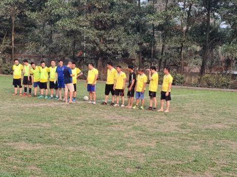 Giao hữu bóng đá nâng cao tinh thần đoàn kết